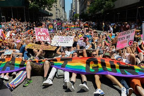 gay pride day new york jpg 800x533